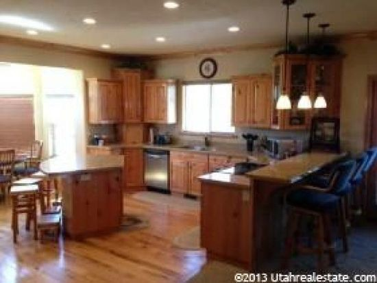 863 Stone Creek Dr, River Heights, UT 84321