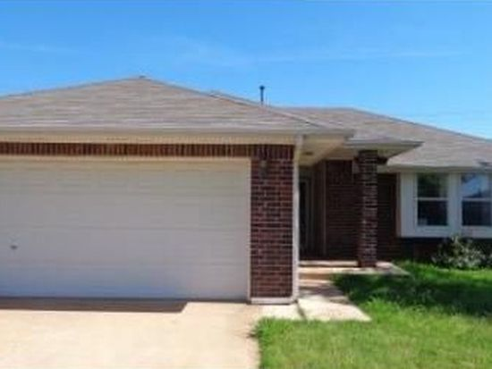 617 SW 22nd St, Moore, OK 73160