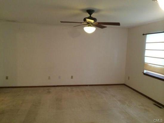 345 Red Oak Ln UNIT 345, Bridgeport, CT 06606