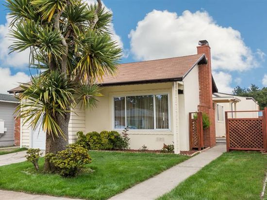 637 Forest Lake Dr, Pacifica, CA 94044