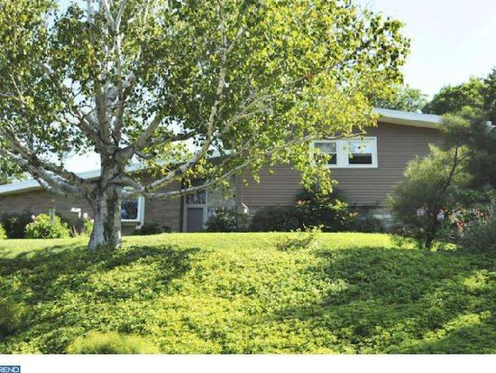 1095 Sparrow Rd, Jenkintown, PA 19046