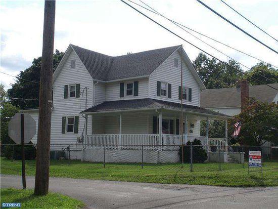 916 New York Ave, Croydon, PA 19021
