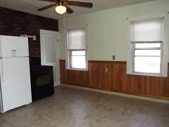 84 Sinclair Ave, Cranston, RI 02907