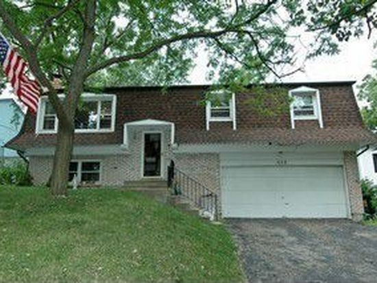 1113 Maple St, Lake In The Hills, IL 60156