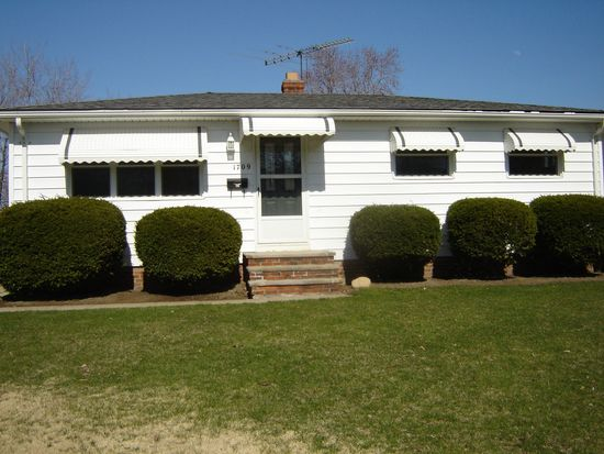 1709 Ridgeview Dr, Wickliffe, OH 44092