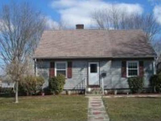 26 Willow Ave, Middletown, RI 02842