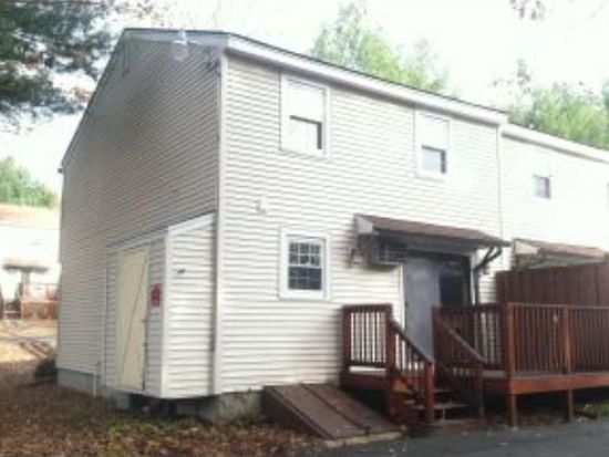 8 Olde Country Village Rd, Londonderry, NH 03053