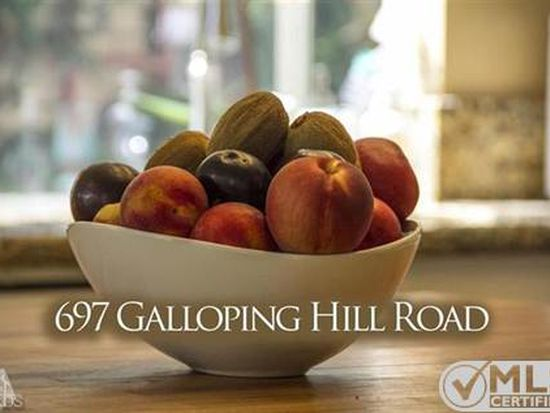 697 Galloping Hill Rd, Simi Valley, CA 93065