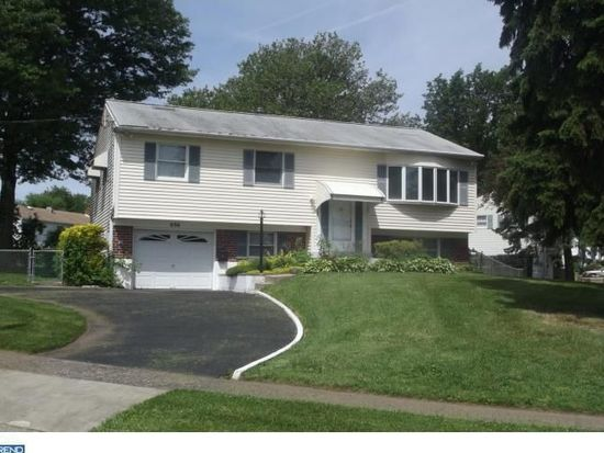896 Longstreth Rd, Warminster, PA 18974