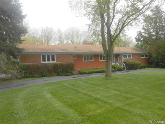 4743 Burnley Dr, Bloomfield Hills, MI 48304