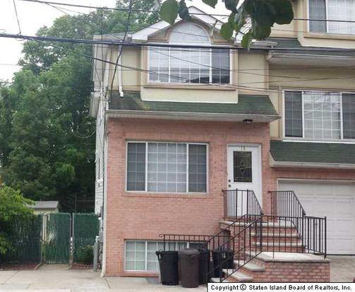 16 Cranberry Ct, Staten Island, NY 10309