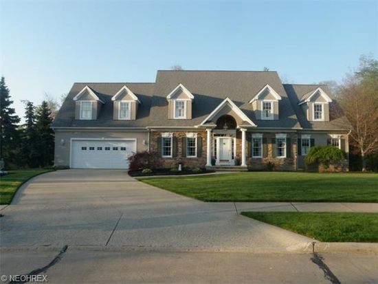 5635 Hartshire Dr, Willoughby, OH 44094