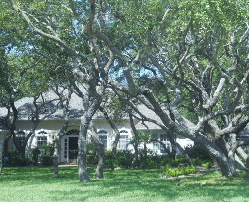 324 Olympic Dr, Rockport, TX 78382