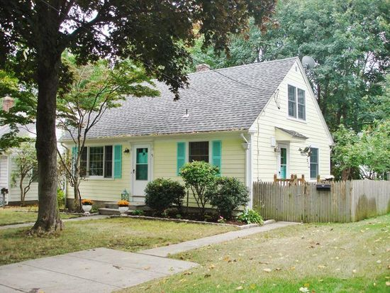 47 Fountain Ave, Barrington, RI 02806