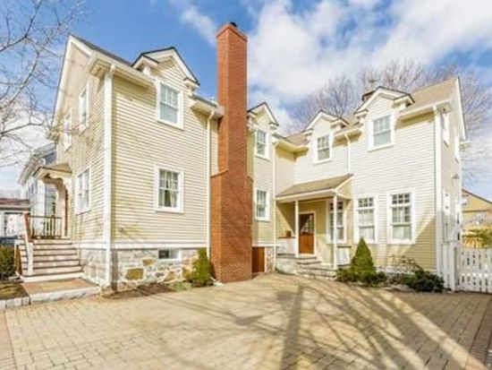 16 Chestnut St, Marblehead, MA 01945