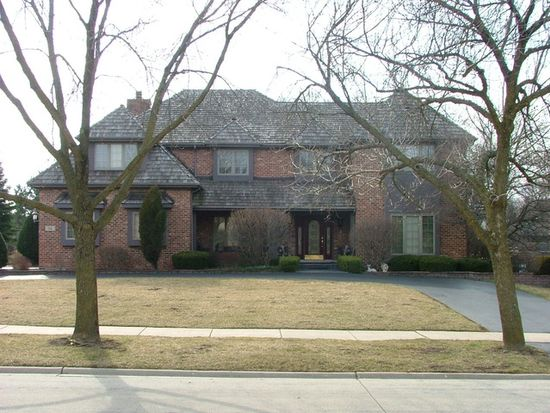 112 Circle Ridge Dr, Burr Ridge, IL 60527