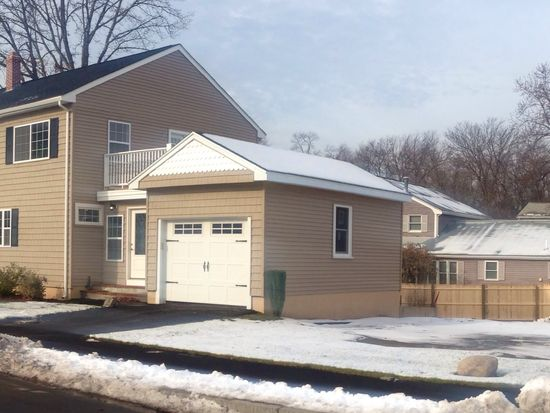 26 Quannapowitt Ave, Wakefield, MA 01880