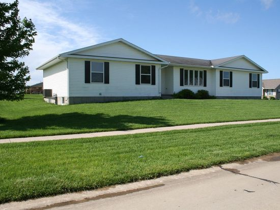 518 Boulder Dr, Center Point, IA 52213