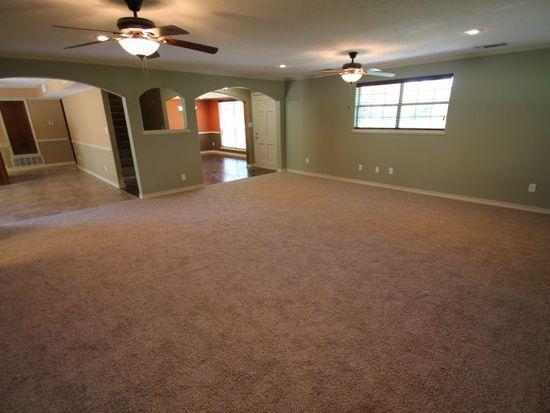 2 Inwood Rd, Texarkana, TX 75501