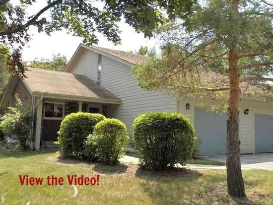 4977 S Imperial Cir, Greenfield, WI 53220