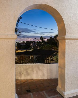 6239 Holly Mont Dr, Los Angeles, CA 90068