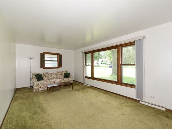 5717 Woodward Ave, Downers Grove, IL 60516