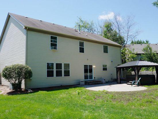 145 S Oakleaf Rd, Algonquin, IL 60102