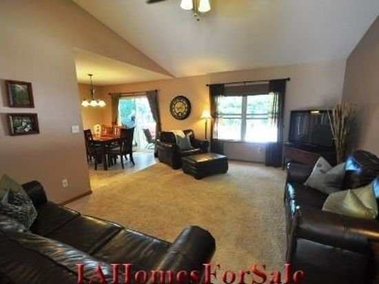 210 Valleyview Dr, Marion, IA 52302