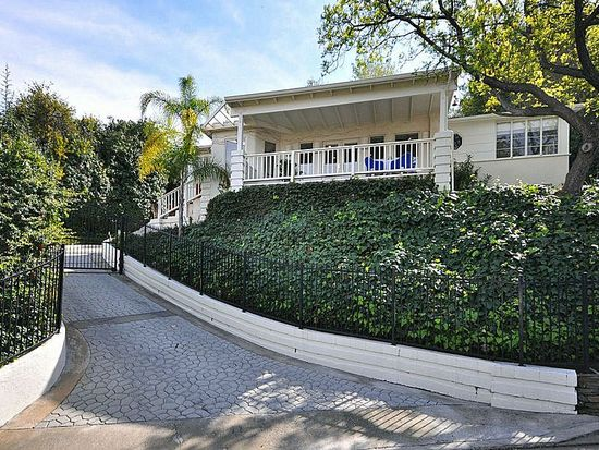 14624 Round Valley Dr, Sherman Oaks, CA 91403