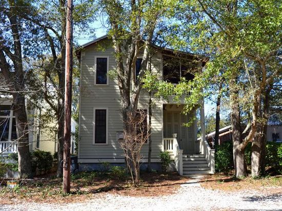 407 Clarendon Ave, Southport, NC 28461