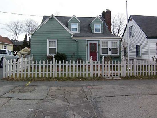 13 Cummings Rd, Newport, RI 02840