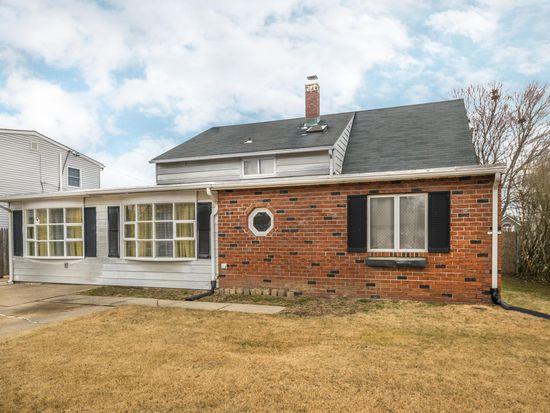 120 Goldengate Rd, Levittown, PA 19057