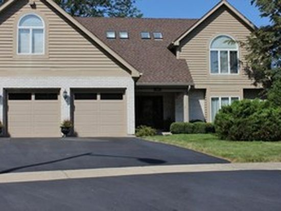 504 Surrey Woods Dr, Saint Charles, IL 60174