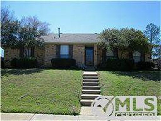 1616 Saint James Dr, Carrollton, TX 75007