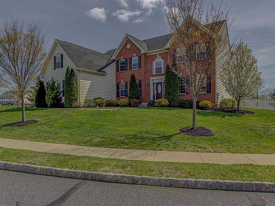 2002 Willowwood Dr, Royersford, PA 19468