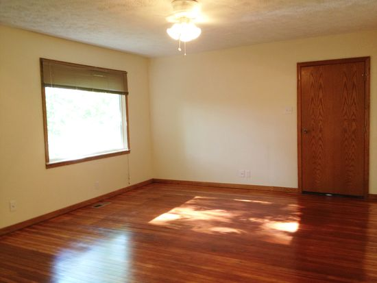 1060 Emmitt Rd, Akron, OH 44306