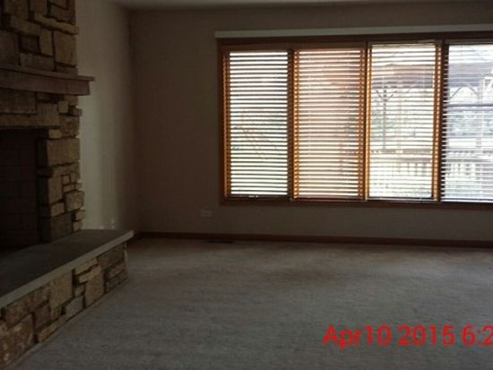 1405 Otter Trl, Cary, IL 60013
