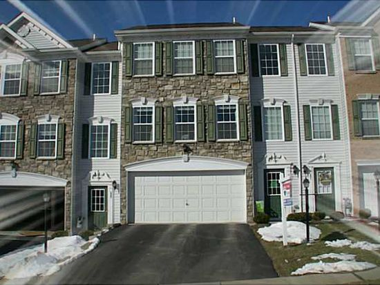 232 Grace Manor Dr, Coraopolis, PA 15108