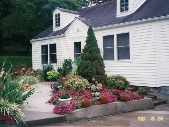 44 Hall St, Blue Ridge, GA 30513