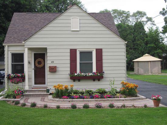 49 Harvey Ave, Grayslake, IL 60030