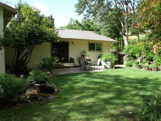 1260 SE Magnolia Dr, Roseburg, OR 97470