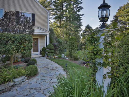 195 Olympic Ln, North Andover, MA 01845