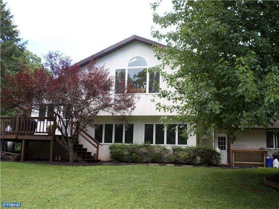 345 8th Ave, Collegeville, PA 19426
