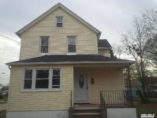 78 E Milton St, Freeport, NY 11520