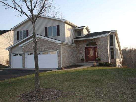 1001 Creekview Ln, Lake In The Hills, IL 60156