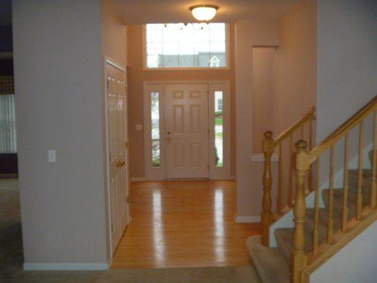 8 Shoal Creek Ct, Lake In The Hills, IL 60156