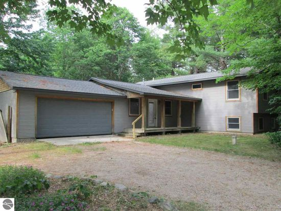 10732 White Pine Rd, Interlochen, MI 49643