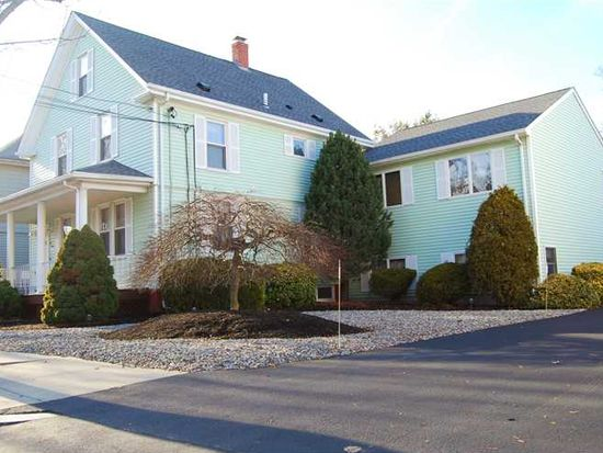 212 Summit St, East Providence, RI 02914