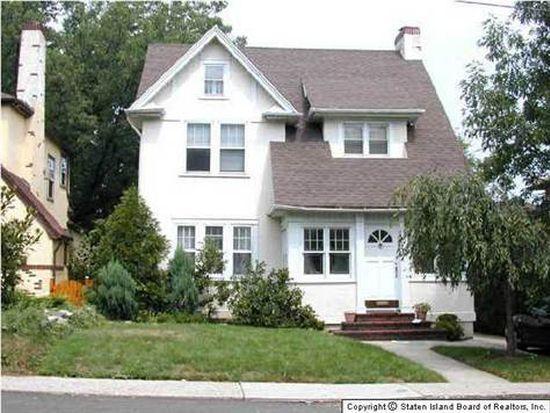 793 W Fingerboard Rd, Staten Island, NY 10305