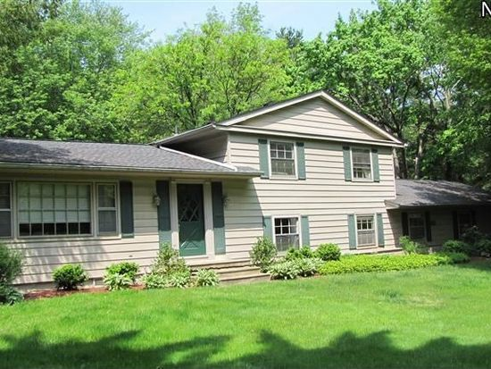 710 Timberline Dr, Akron, OH 44333